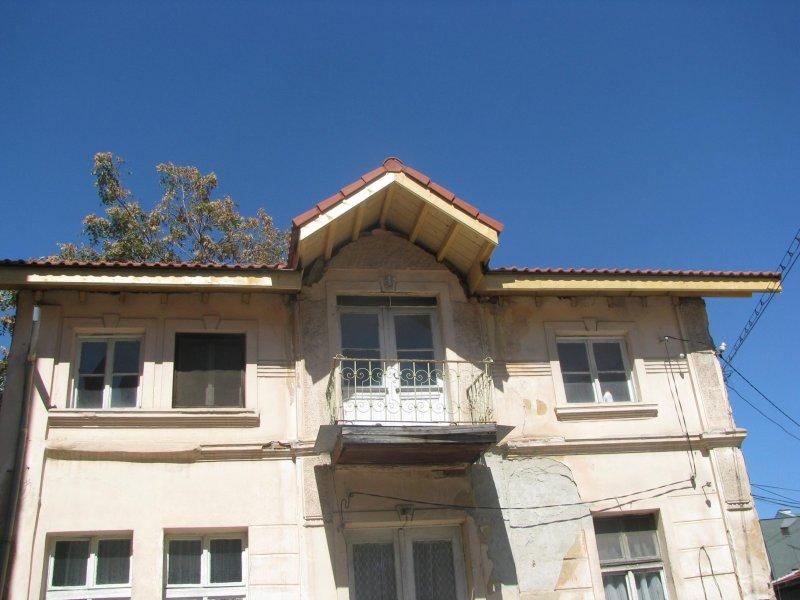 Подмяна на покрива на църковната къща